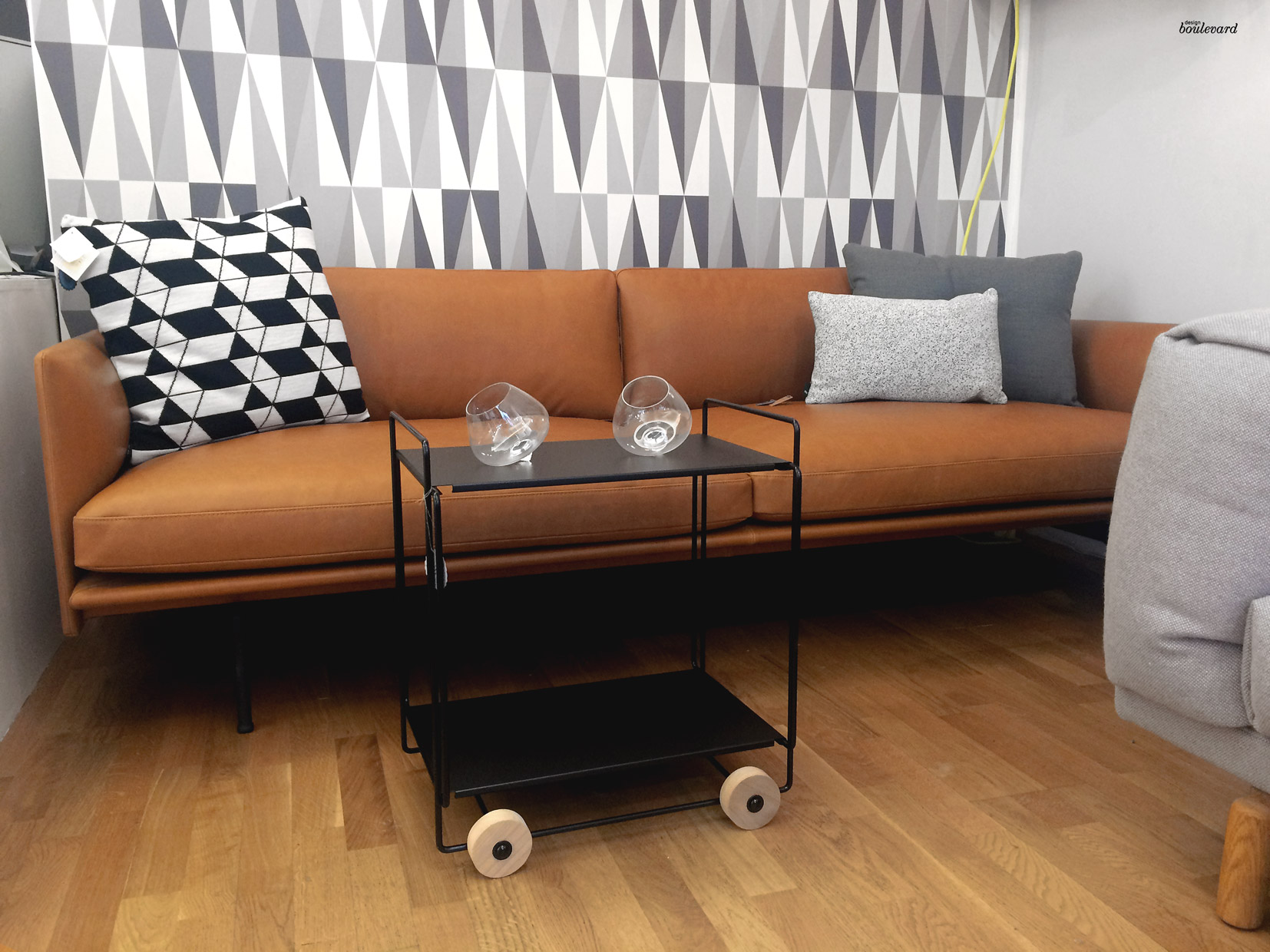 Outline sohva ja Tampere kärry Design Boulevardilla.